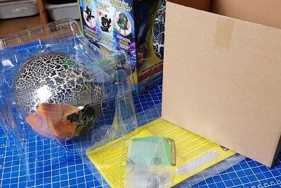 Krokmou le Dragon de spinmaster et dreamworks emballages en plastique et boîtes de carton
